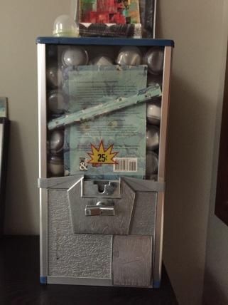 Klein_Galerie de Difformite in vending machine